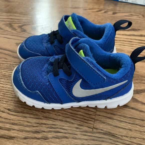 lanzamiento pagar Para editar  Nike Shoes   Nike Toddler 7   Poshmark
